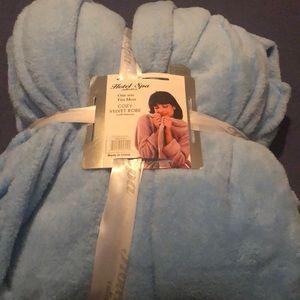 Other - Cozy velvet robe